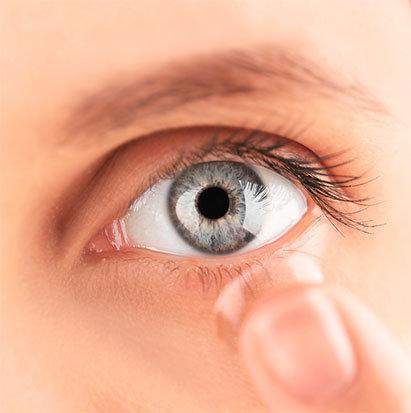 Poser ses lentilles de contact