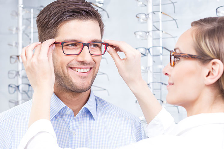 Choisir ses lunettes de vue ou de soleil   Générale d Optique 7d34379034be