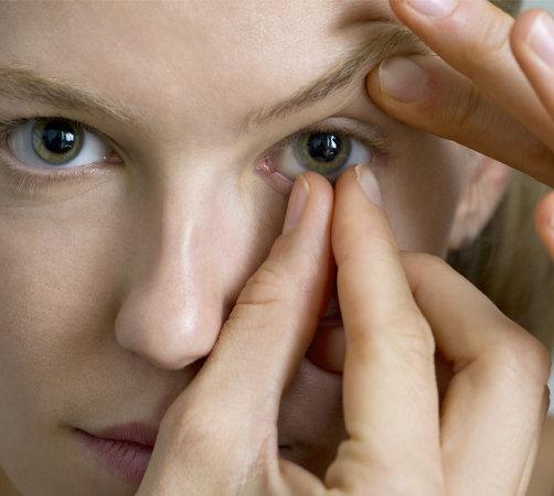 Mettre des lentilles de contact Générale D'Optique